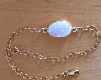 White opalescent druzy quartz and gold filled chain bracelet - Everyday Bracelet - Layering Bracelet