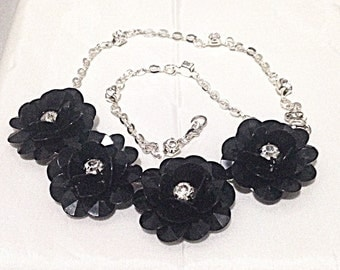 Black Flower necklace with rhinestones