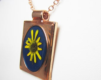 Daisy,  Real Flowers in Jewelry, Pressed Flower Necklace, Resin, Copper layered Brass (1943)