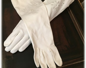 Off White Ladies Mid Arm Gauntlet Vintage Fabric Gloves Edge Beautiful Cutwork Embroidery Halle Co