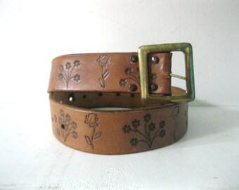 Vintage 60s leather flower belt / brass buckle Hippie belt / Folk Boho tooled 60s flower belt