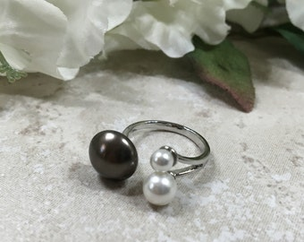 Swarovski Chocolate and White Pearl Sterling Ring Size 5-7