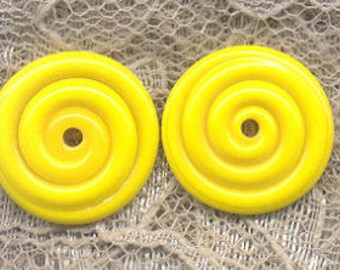 17mm range, Tom's lampwork opaque medium lemon yellow 2 disc spacer/drops set, 1 pair 96472