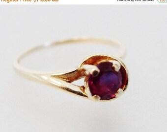 ON SALE Lovely Vintage 14K Gold & Garnet Ring