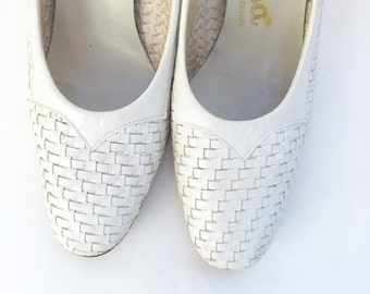 Vintage 60s heels, white woven leather shoes, by Caressa  Mad Men  Size 7?