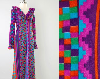 Vintage 70s psychedelic print knit maxi dress / Perfect cozy fall hippie dress / Ruffled neck and sleeve cuffs