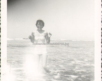 Vintage Photo Cute Young Woman in Bathing Suit Poses in Water M08703