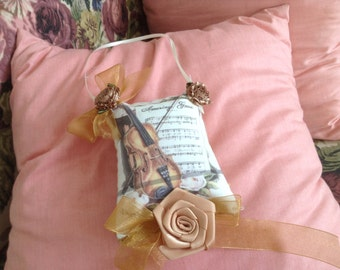 5 inch lavender scented sachet with image of a violin and music
