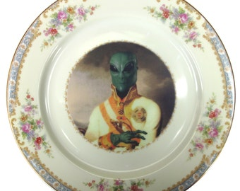 """Sir Marvin of Roswell  - Altered Antique Plate 10"""""""