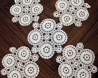 5 Matching Doilies, Wagon Wheel Crochet, Vintage Table Linens, Doily Lot 13725