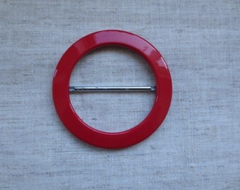 Beautiful large faux patent leather look lipstick red color round shape plastic sash buckle. Lot of 1 buckle.