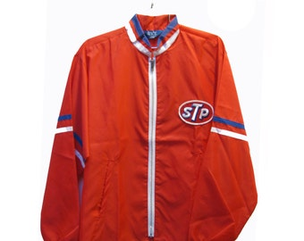 Vintage STP Racing Jacket Mens Red Nylon Zip Front Rockabilly Hot Rod Greaser Souvenir Jkt Mns US Size Lar