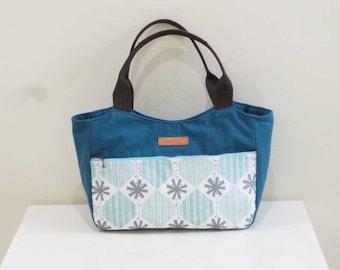 Handmade Spacious Tote Bag - Winter Flakes