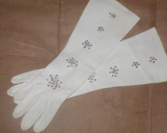 GORGEOUS  vintage 1940's  Beaded Bridal Gloves
