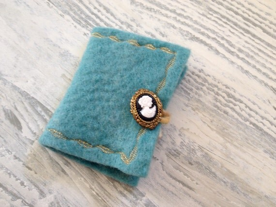 Felted Needle Book-Sewing Case-Felt Booklet-Sewing Gifts-Unique Gift for Her-Gift Idea-Under 25-Christmas Gifts-Sewing Kit-Woman Gift-Women