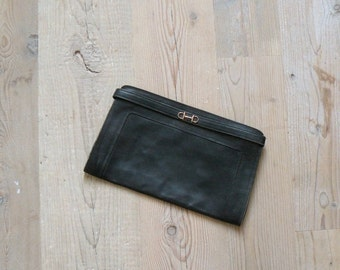 40% OFF SALE // Vintage 1970s clutch. 70s black leather clutch