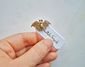 Bat pin.lapel pin,mini pin,bat brooch,halloween brooch