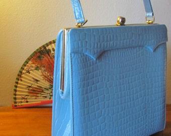 Great Vintage Mad Men Town and Country Powder Blue retro Mod Handbag VLV Pinup Rockabilly MCM