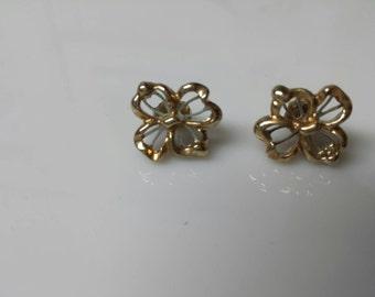 Avon Sculptured  Pierced earrings  1981 mint condition