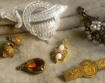 Vintage Jewelry LOT - Brooches and Pendants