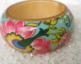 Vintage Lucite paisley Bangle bracelet