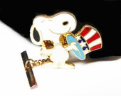 Vintage Peanuts Snoopy Tie Tack - Enamel Patriotic Snoopy Dog - Red White Blue Hat - Stars and Stripes - Signed Aviva United Features -
