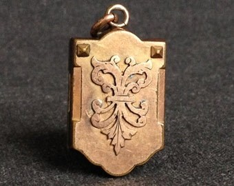 Fabulous antique secret keeper locket. Precious collectible vermeil pendant. Elegant gift idea for mum on Mother's Day.