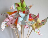 Paper Pinwheels Summer Party Favors Birthday Favors Twirling Pinwheel Birthday Decoration Beach Party Table Centerpiece Party Decoration