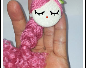 Face doll brooch