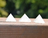 5 Crystal Quartz Pyramid Sculpture Stone Minerals Rock Metaphyiscal HealingSacred Geometry Earth Elements Kynd Valley