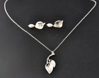 Silver Calla Lily Jewelry Set- Calla Lily Necklace, Calla Lily Earrings, Calla Lily Flower, Feminine Necklace, Gift for Mom