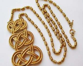 Vintage Crown Trifari Gold Filigree Knot Pendant Necklace