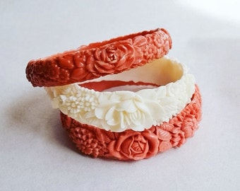 1930s Pale white cream floral celluloid bangle / 30s moulded early plastic bracelet