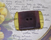 """2 Color Applejuice & Brown Lucite Large Toggle Style Button 1.3/4"""""""