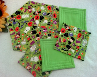 FALL SALE--- Halloween Fabric, Handmade Hexagon Quilted Halloween Snack Mat with a Set of 4 Matching Coasters / Mug Rugs
