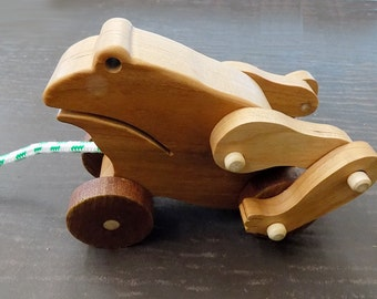 Frog Mechanical Wood  Pull Toy