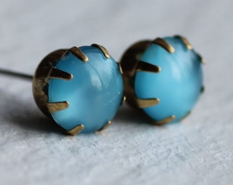 Turquoise Claw Stud Earrings ... Post Blue Moonstone Vintage