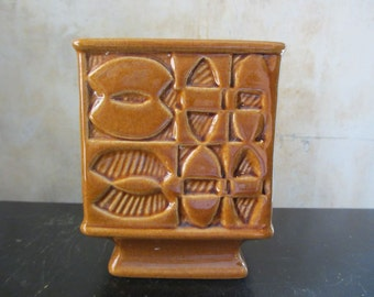 Vtg brown midcentury planter pot / geometric / retro groovy / midcentury-1960s