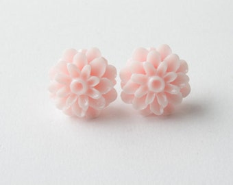 Pink  mum flower stud Earrings , Pink Post Earrings, light pink earrings, mum flower earrings, pink post earrings, flower cabochon earrings