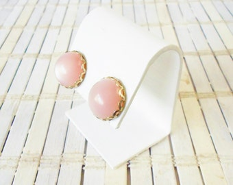 Pink Moonglow Lucite Screw On Earrings, 1950's, Round Earrings, Faux Studs, Pastel earrings, Pale Pink, Mid Century, Retro style, Light pink