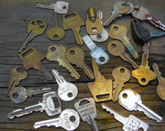old keys, key supply, Flat keys, house keys, car keys,  Rusty grungy keys,  steampunk supply, altered art