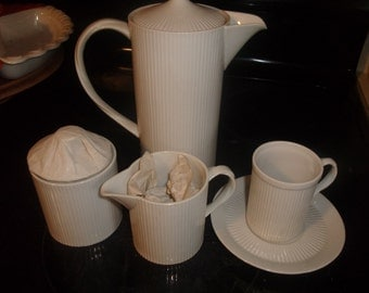 vintage teapot set for 6 fitz floyd ribbed white creamer sugar cup saucers in original box