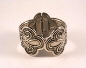 Lovely Silver Color Bracelet Spring Close Vintage