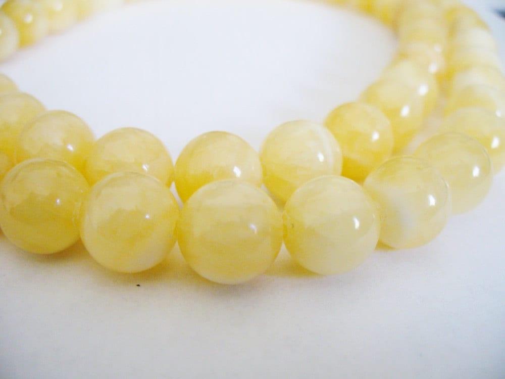 calcite gemstone light yellow 10mm