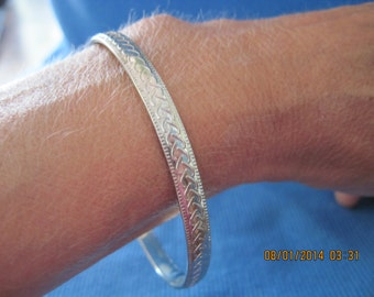 """Vintage BEAUTIFUL Silver Scrolled/Textured """"Waves/Braided"""" Bangle Bracelet....6540...."""