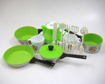 Vintage Childs Kitchen Cookware Play Set - Saucepans, Pitcher, Cups, Utensils, Green Apple, Black - Chiltons Aluminum Specialty, Manitowoc