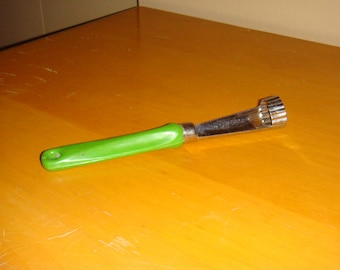 Vintage Apple Fruit Corer Green Handle