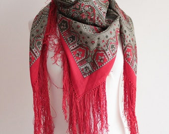 Vintage Red XL Scarf with Paisley Print and Fringes