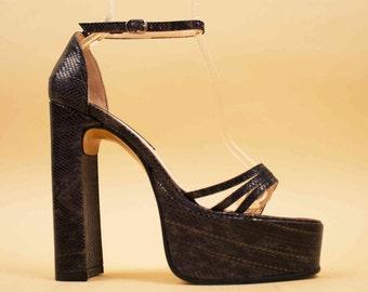 90s does 70s Vtg Sky High Towering PLATFORM Snakeskin Textured Leather Ankle Strap Sandals / GLAM Chunk Heel El Dante's 8.5 9 Eu 39 40