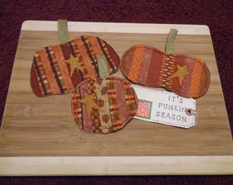 Primitive Country Fall Harvest SCRAPPY PUMPKINS Fabric Scatter Mats Coasters Mug Mats Ornies